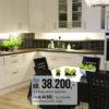 Et bilde av hvitt, profilert Nordsjøkjøkken med tykk ramme. Pris fra kr. 38.200 for flatpakket kjøkken.