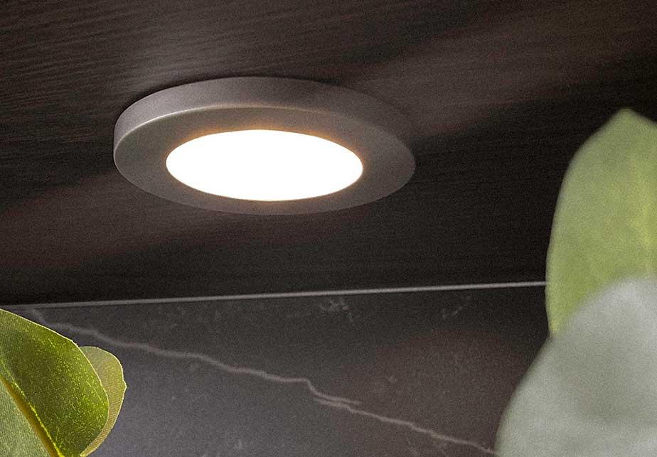 Innfelte spotter med halogenlys er vår bestselger
